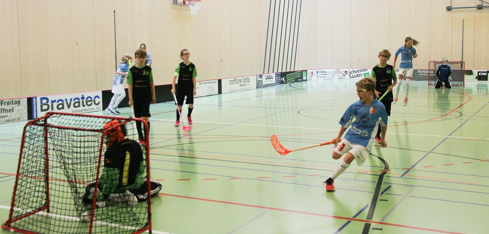Tor! Die D-Junior:innen des UHC Kreuzlingen gewinnen im September 2020 10:6 gegen Unhihockey Altnau.