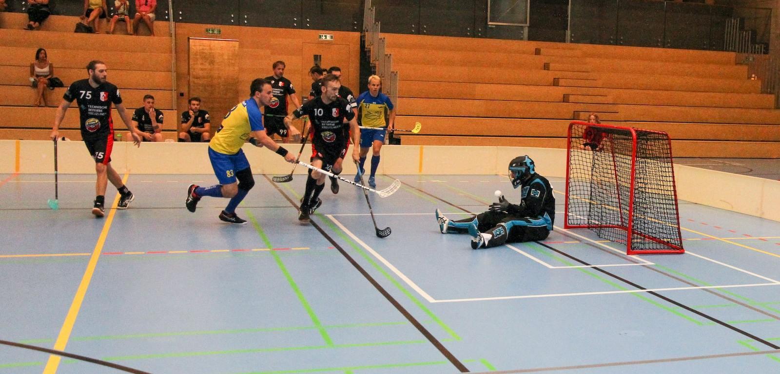 Ligacup 2021: Goalie Manuel Vetter (Herren 1) pariert einen Angriff.
